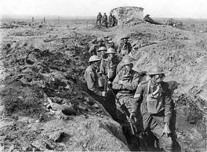 Soldats canadiens dans les tranchées