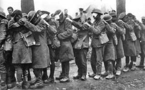 Colonne de soldats anglais, aveuglés par les gaz