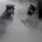 deux militaires avec des masques à gaz
