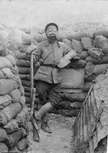 Soldat français équipé anti-gaz